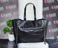 Женская кожаная сумка с молниями.