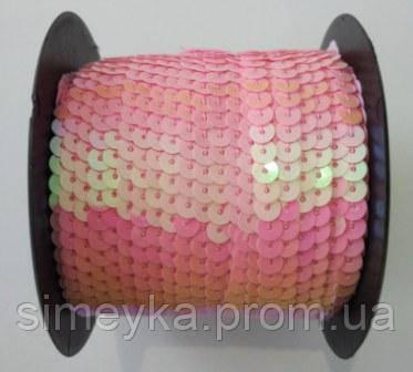 Пайетки на нитке (тесьма) розовые круглые голографические (диаметр пайеток 6 мм)