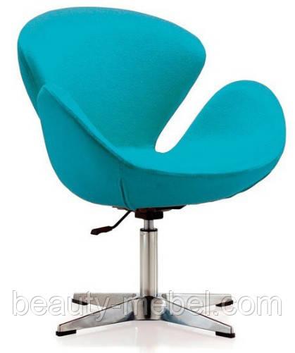 Дизайнерское мягкое кресло Сван, голубое на хромированной основе