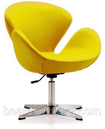 Дизайнерское мягкое кресло Сван, желтое на хромированной основе