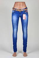 Женские  зауженные джинсы  с декором стразами