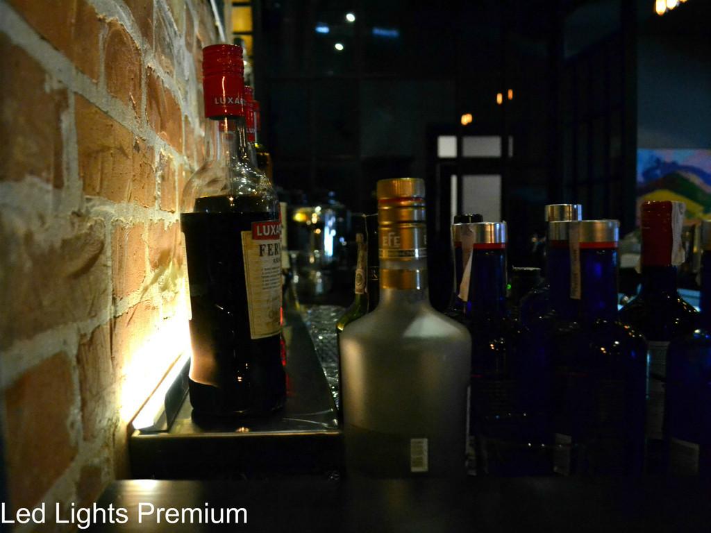 Подсветка бара с напитками светодиодной лентой