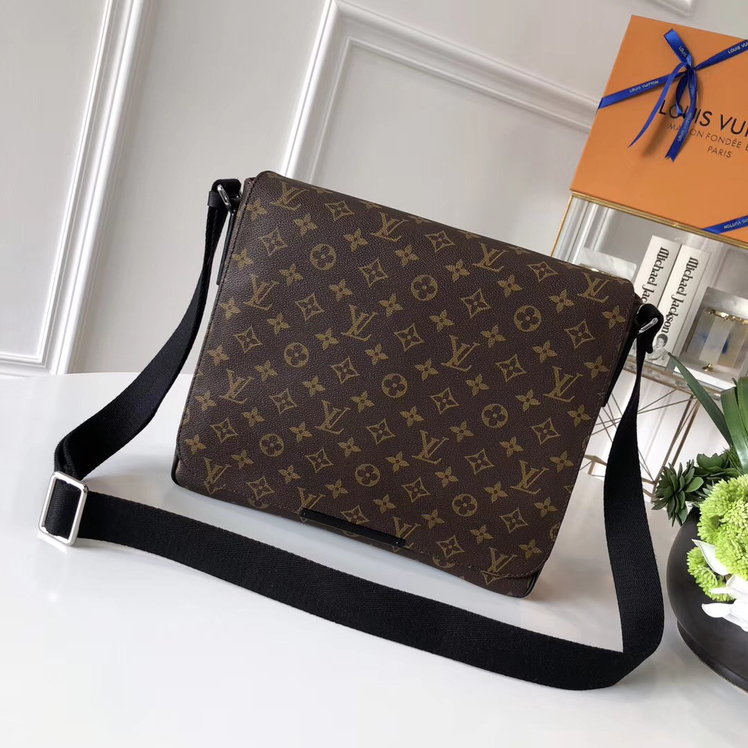 99dd0eb5adbc Мужская сумка через плечо - Louis Vuitton, цена 6 200 грн., купить в ...