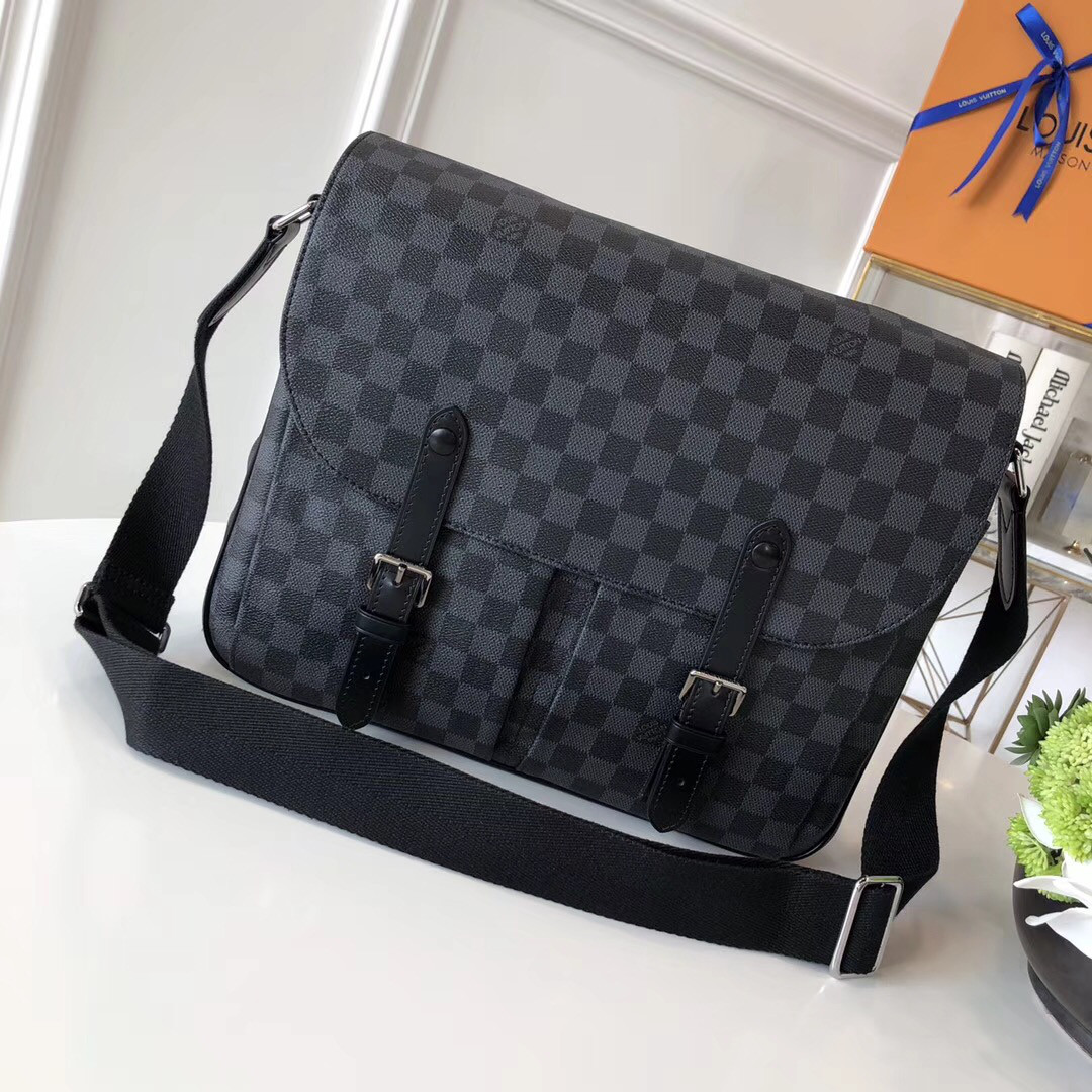 0c357d28ee39 Мужская сумка через плечо - Louis Vuitton Christopher | vkstore.com.ua