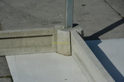 Готовый бетонный угловой элемент для бетонного фундамента