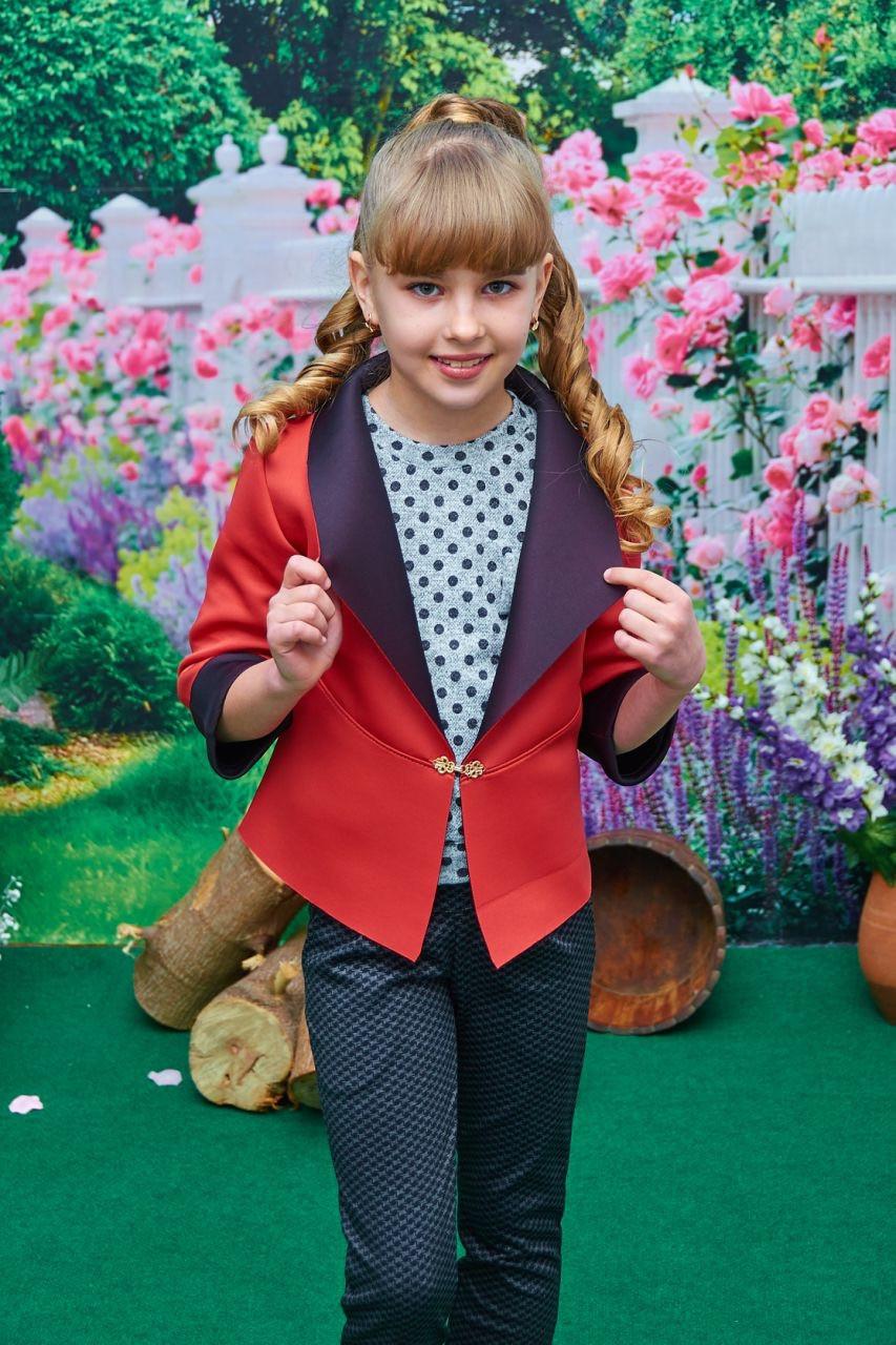 Пиджак школьный  красный с темно-синим отворотом р. 122-140