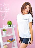 Шорты и футболка с лампасами