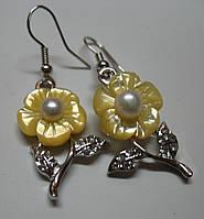 Серьги с перламутром и натуральной жемчужиной желтый цветок, фото 1