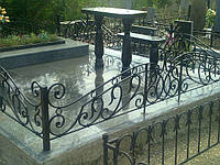 Покраска ограды на кладбище, реставрация ограды