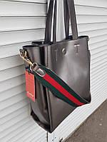 Женская сумка на кожаной основе с широким ремнем