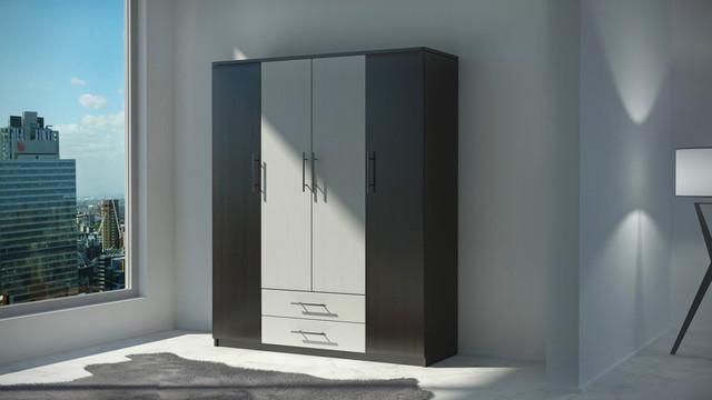На фото: двоколірний чотиридверна шафа з двома висувними ящиками