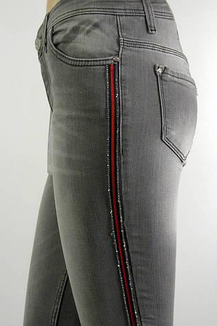 Жіночі сірі джинси американки з  лампасами із стразів, фото 2