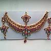 Индийские  украшения к сари, под золото с разноцветными камнями, набор тика, серьги, колье .