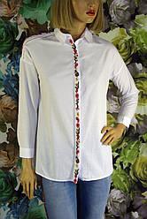 Жіноча стильна біла сорочка з вишивкою