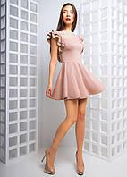 Приталенное трикотажное платье с оборками