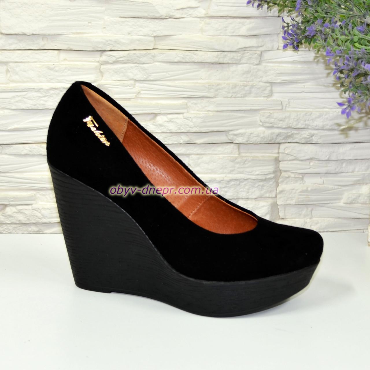 Замшевые женские туфли на устойчивой высокой платформе