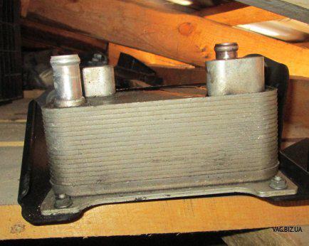 Масляный радиатор коробки передач Audi А8 с 2004