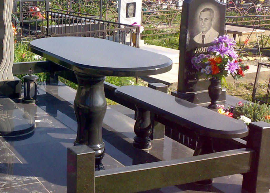 Столы лавки из гранита любой формы и размера №0032