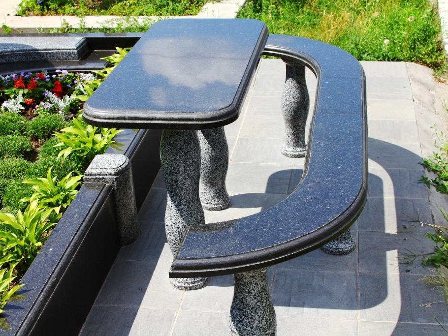 Столы лавки из гранита любой формы и размера №0035