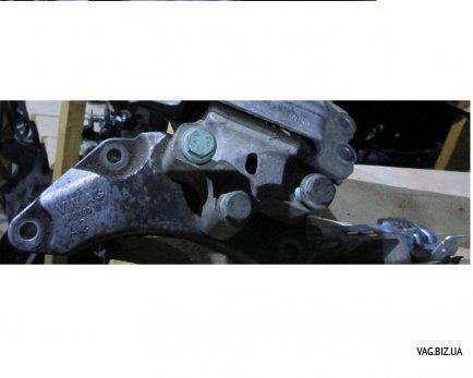 Кронштейн (консоль) опоры КПП Skoda Octavia A5 2004-2013, Superb 2002-2008, Yeti с 2009