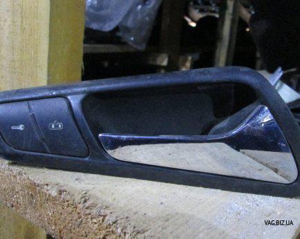 Ручка (рычаг привода дверного замка) правая внутренняя Volkswagen Passat B6 2005-2010