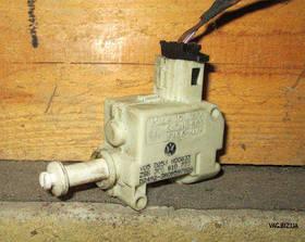 Моторчик крышки лючка заливной горловины топливного бака Volkswagen Passat B6 2005-2010
