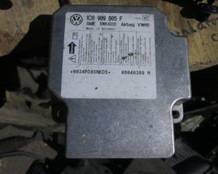 Блок управления подушками безопасности Volkswagen Polo IV 2002-2009, Golf 4 1997-2006, Transporter 5 2003-2017, Bora 1998-2005