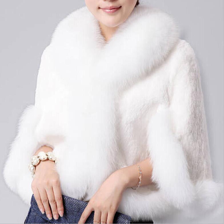 Женская куртка с искуственым мехом кролика и лисьим воротником.