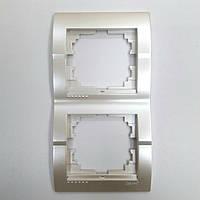 Рамка двойная вертикальная жемчужно-белый металлик Deriy Lezard