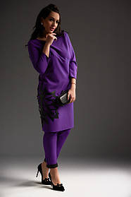Костюм большого размера фиолет и охра, с аппликацией 50,52,54 размера дизайнерский