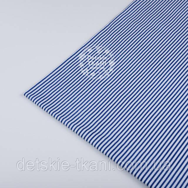 лоскут ткани с синей полоской