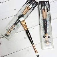 Двухсторонняя кисть для нанесения тональных средств Kylie