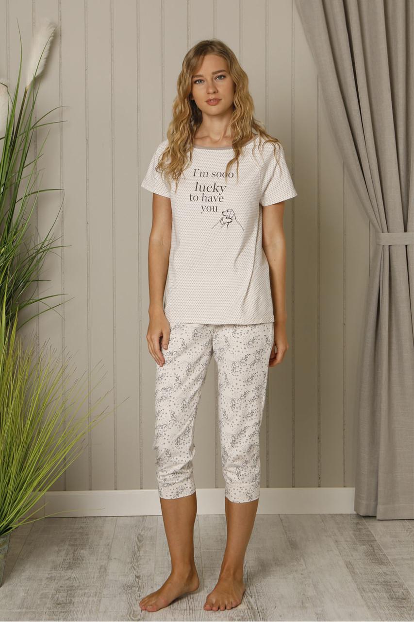 Модна жіноча піжама із футболкою та штанами капрі HAYS 18536