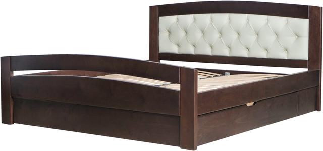 На фото: двуспальная кровать изготовленная из натурального дерева, с высоким изножьем