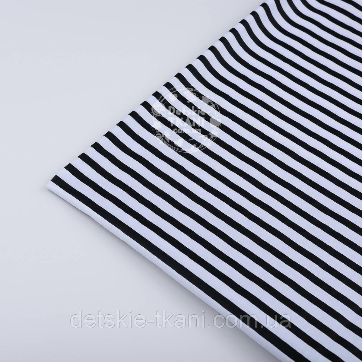 Лоскут ткани №760а с чёрной полоской 5 мм на белом фоне, размер 50*52 см
