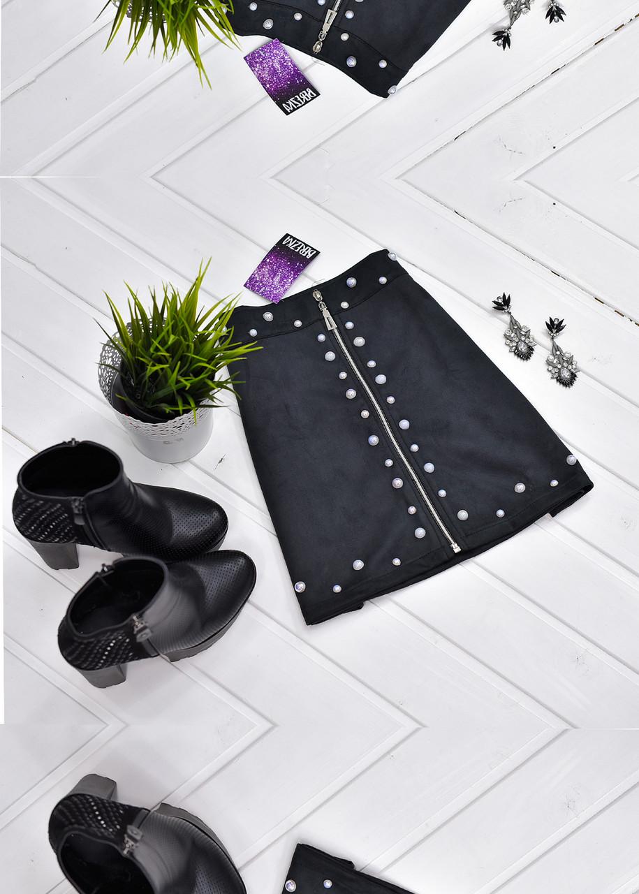 Мини-юбка из искусственной замши декорированная жемчугом