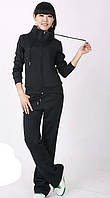 Женский спортивный костюм черного цвета