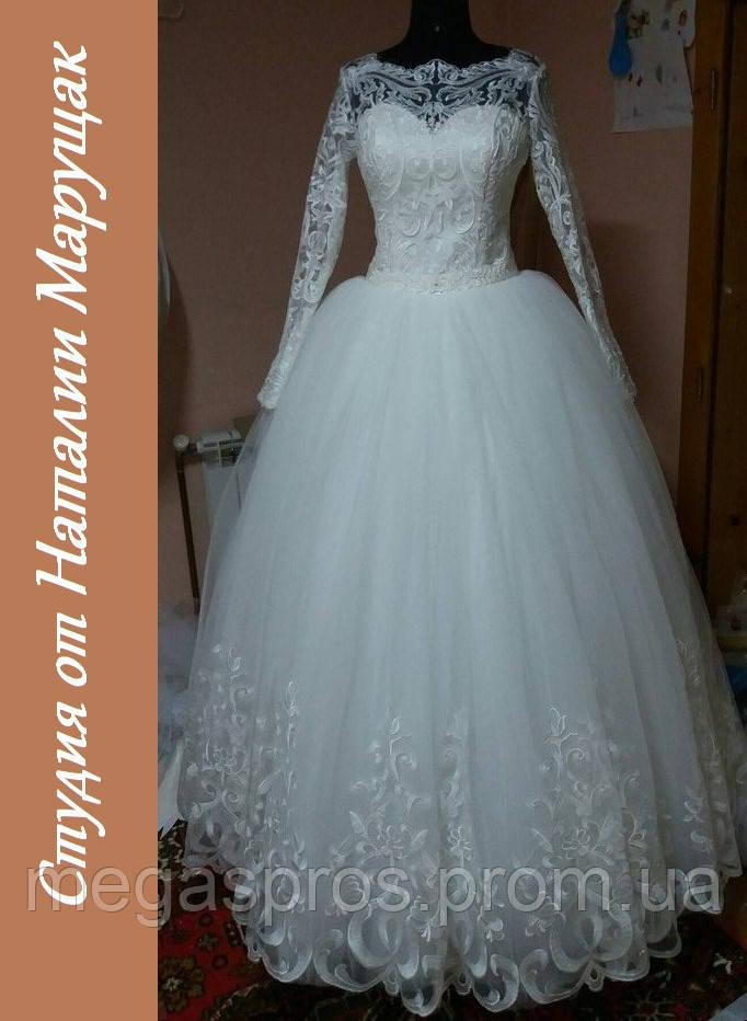 Свадебное платье украшено по низу. Белое 82b19bb56c6a2