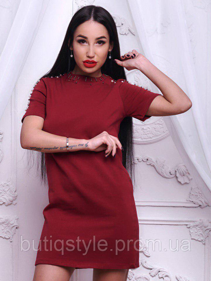 Женское красивое трикотажное платье с жемчужинами только бордо, розовое, белое