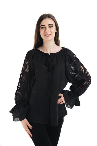 Блуза вишита Gua Диво-Квітка з рішельє XL чорна (7101-XL)