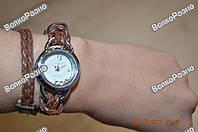 Женские часы IEKE с переплетенным длинным ремешком коричневого цвета.