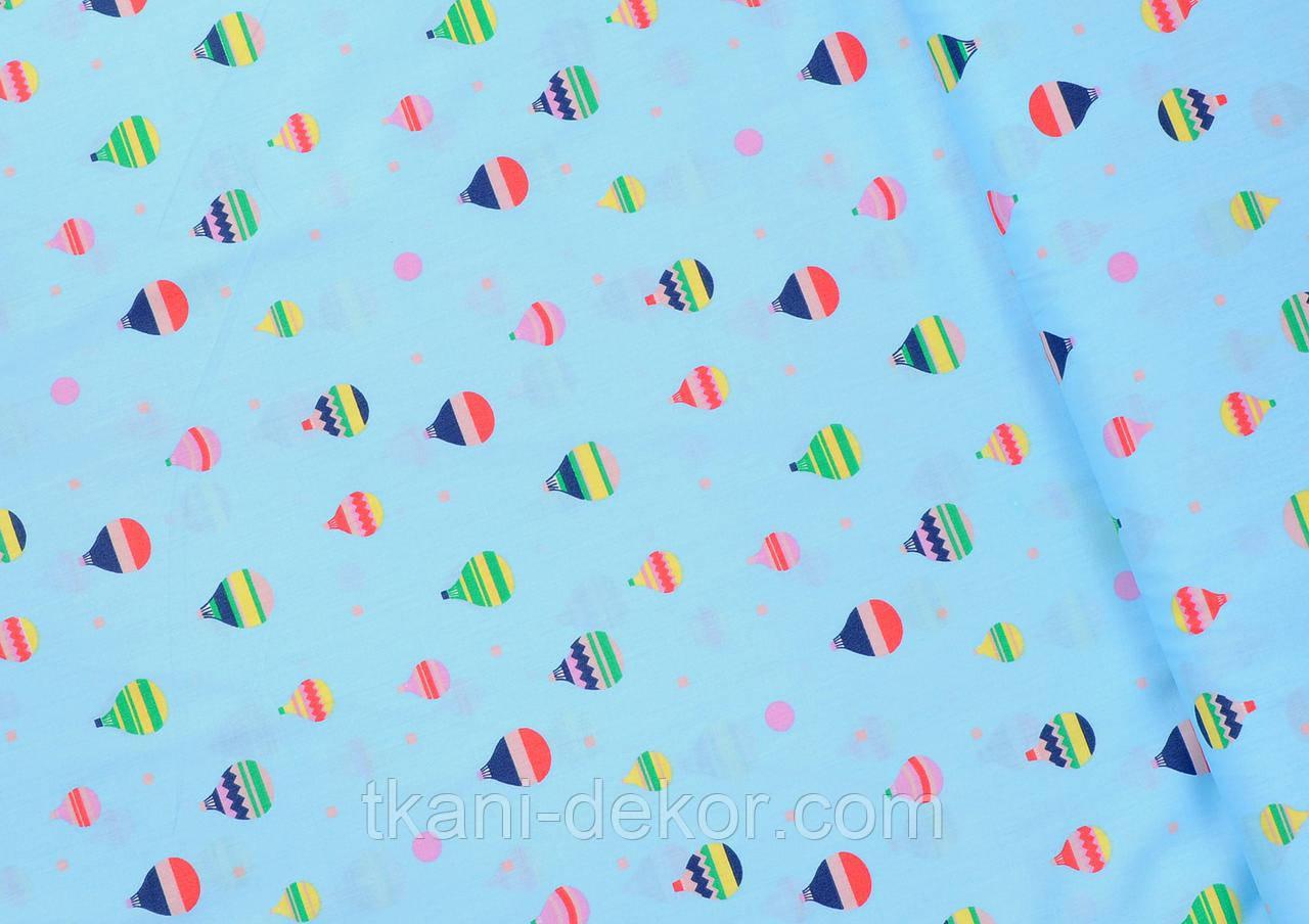 Сатин (хлопковая ткань) на голубом воздушные шары