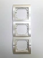 Рамка тройная вертикальная жемчужно-белый металлик Deriy Lezard