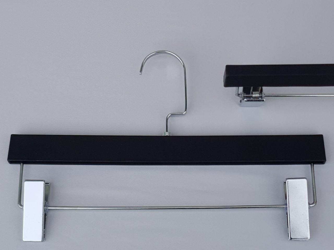 Длина 33 см. Плечики пластмассовые с прищепками зажимами для брюк и юбок матовые с покрытием Soft-touch черные