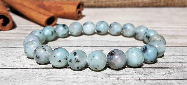 Браслеты из натуральных камней – стильные аксессуары с сильными магическими свойствами