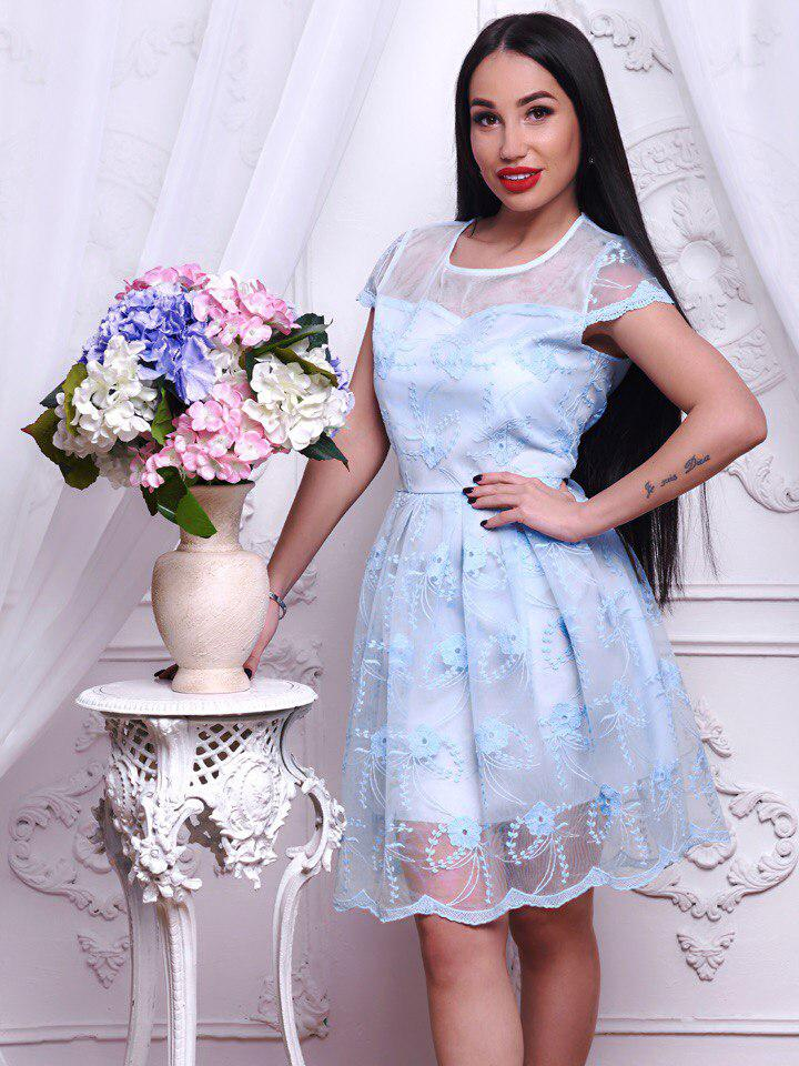 Эффектное женское кружевное платье