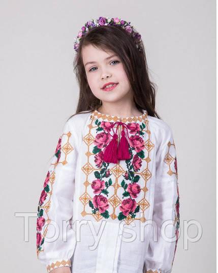 Красочная вышитая блуза для девочки с розами на домотканном полотне