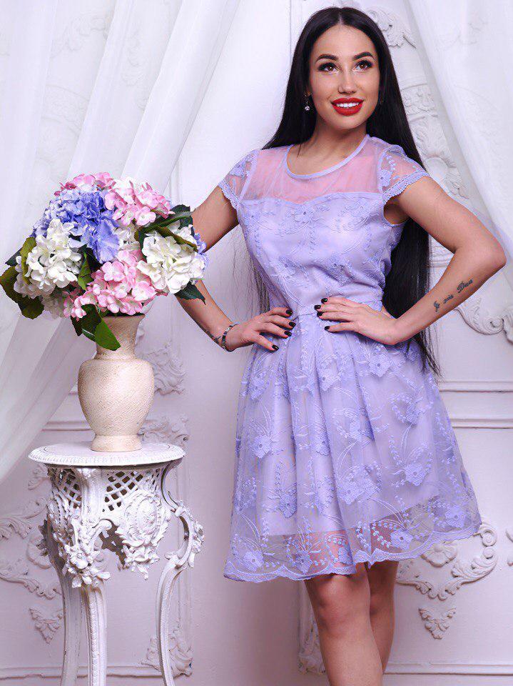 Красивое женское платье оригинального цвета