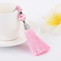 Брелок кисточка из шелковых розовых нитей