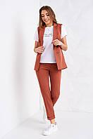 Красивый женский костюм с жилетом